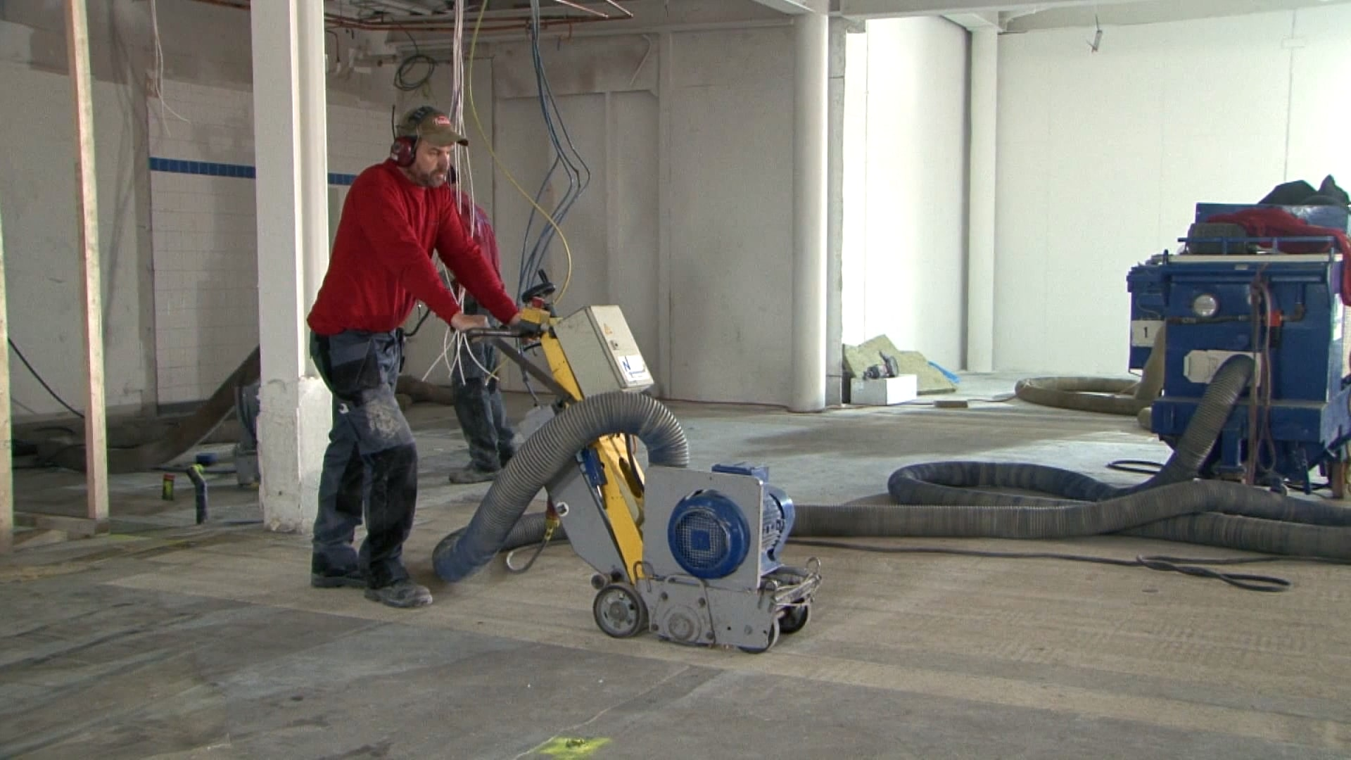 Machinaal schaven ondervloer met eigen afzuiging